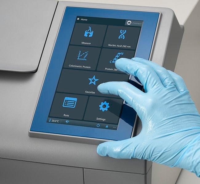 Thermo Scientific™Multiskan SkyHigh Microplate Spectrophotometer Multiskan SkyHigh avec écran tactile voir les résultats