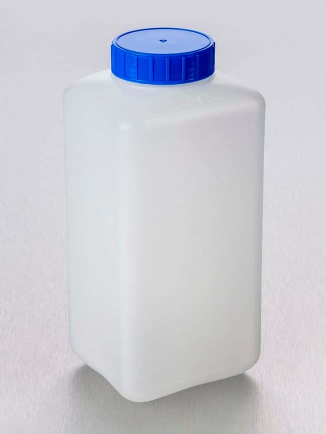 Gosselin™ Square HDPE Graduated 2 L Bottles Attached blue HDPE screw cap with double closure; Non-sterile Gosselin™ Square HDPE Graduated 2 L Bottles
