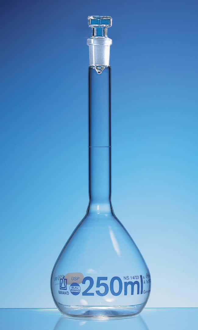 Brand™Blaubrand™ Borosilicate Glass Class A Volumetric Flask with Glass Stopper, with Batch Certificate 100 mL Brand™Blaubrand™ Borosilicate Glass Class A Volumetric Flask with Glass Stopper, with Batch Certificate